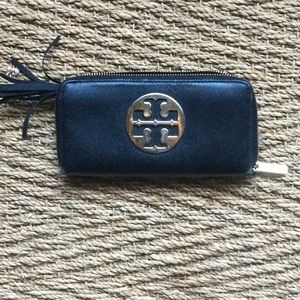 Used Tory zip around wallet emblem on front